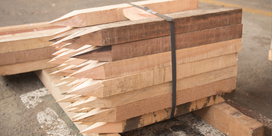 Estacas de madera para construcci n - Estacas de madera para cierres ...
